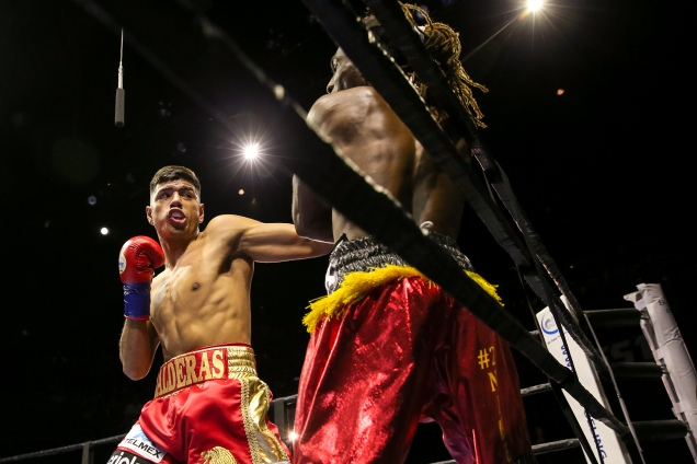 Lopez vs Corral_04_09_2017_Fight_Andy Samuelson _ Premier Boxing Champions3