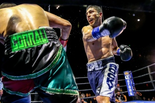 Lopez vs Corral_04_09_2017_Fight_Andy Samuelson _ Premier Boxing Champions8