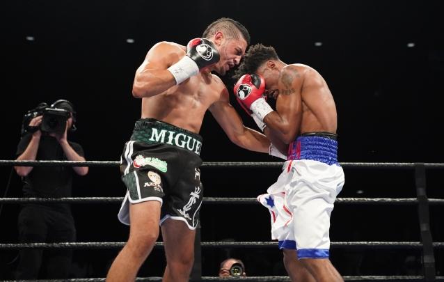 Cruz vs Martin_06_27_2017_Fight_Kenyon Sesoms _ Premier Boxing Champions2