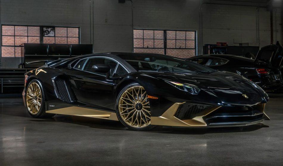 Black-Gold-Lamborghini-Aventador-SV-1