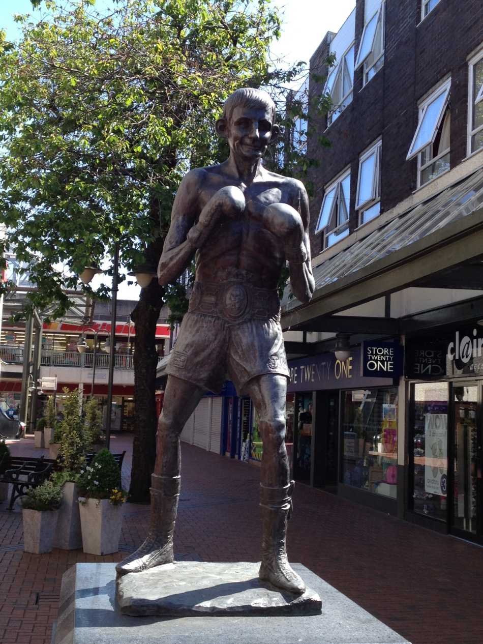 johnny_owen_Statue