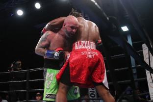 Kauffman vs Alexander_06_10_2018_Fight_Leo Wilson _ Premier Boxing Champions3