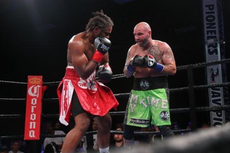 Kauffman vs Alexander_06_10_2018_Fight_Leo Wilson _ Premier Boxing Champions5