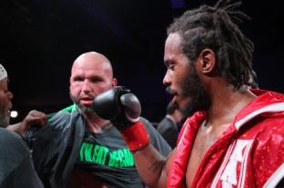 Kauffman vs Alexander_06_10_2018_Fight_Leo Wilson _ Premier Boxing Champions8